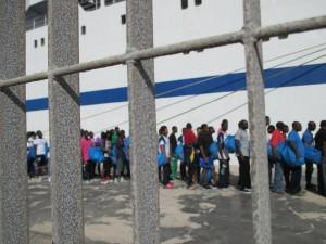 Flüchtlinge im Hafen von Lampedusa